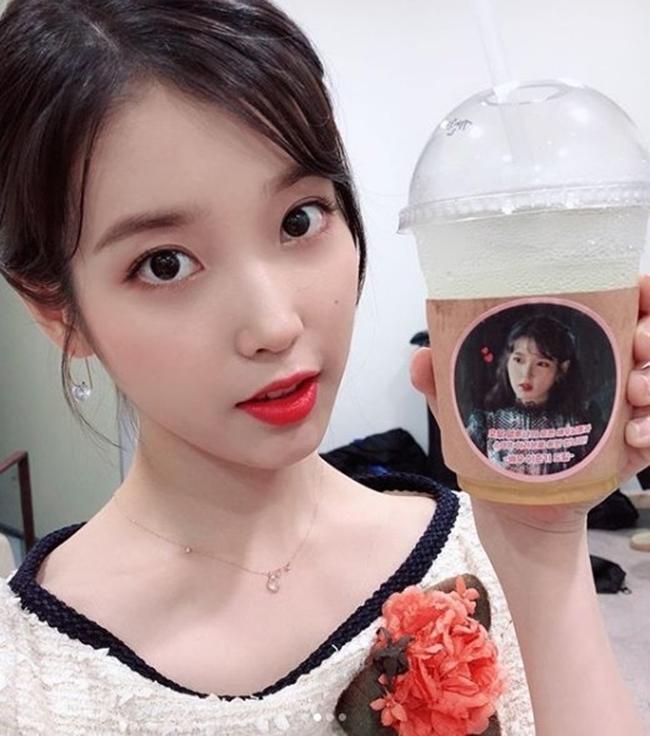 아이유 커피차 선물한 이준기에 감동 ⓒ 아이유 인스타그램 / 갓잇코리아